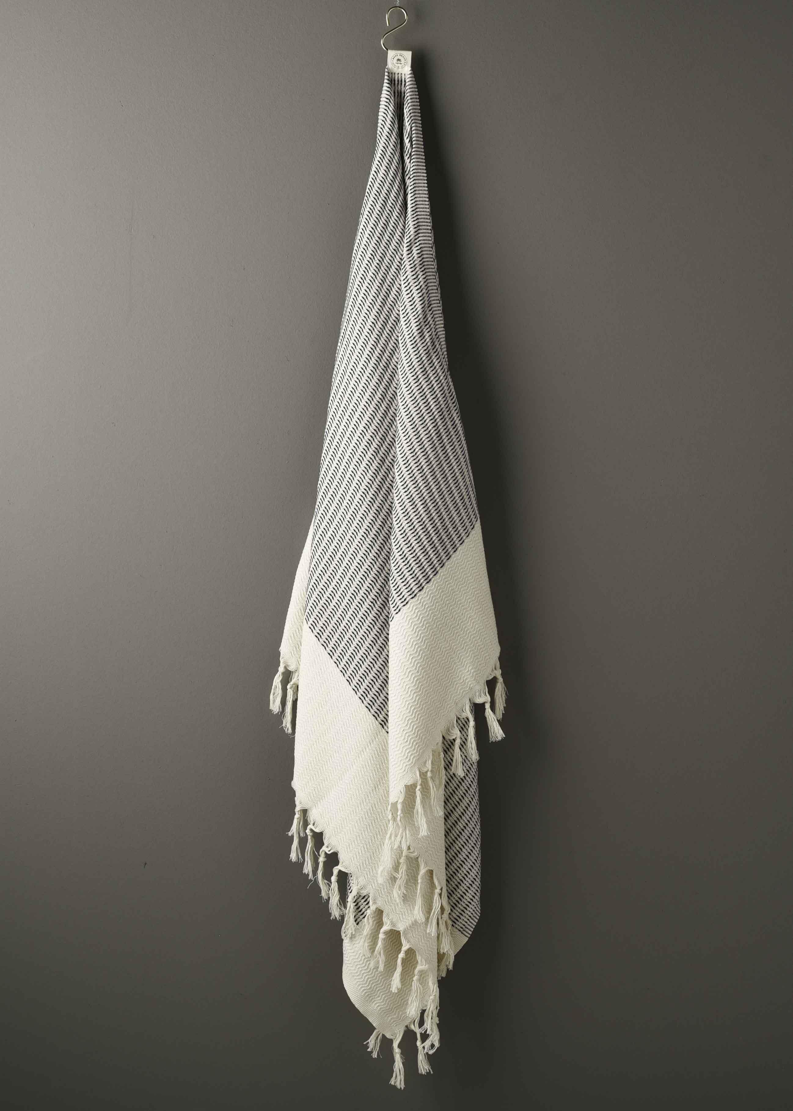 Sort hvidt mønstret Hammam håndklæde fra BohoBeach shop