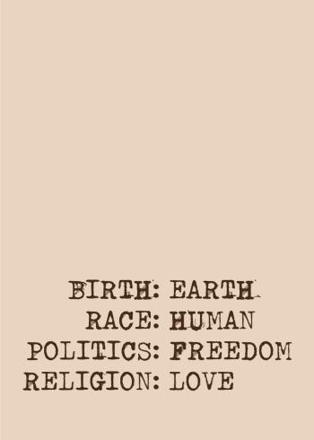 Denne budskabsrige tekst plakat: Født: på jorden, race: menneske, politik: frihed og religion: kærlighed, som handler om, at vi alle er lige, uanset etnicitet, religion eller idealisme.