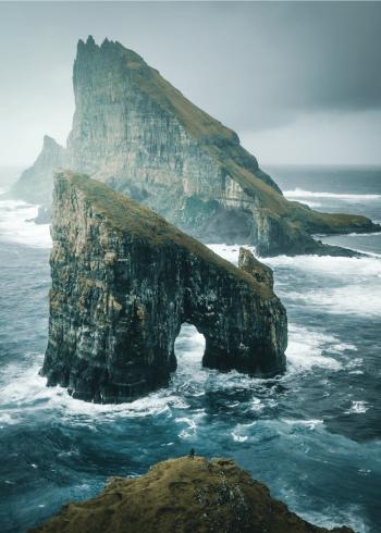 fotoplakat af klipper i ude i det store hav