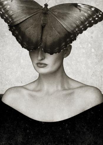design plakat af kvinde med en sommerfugl på hovedet