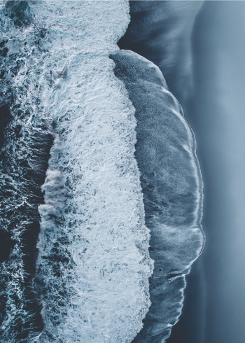 Fotoplakat af blå bølger i grå og blå farver