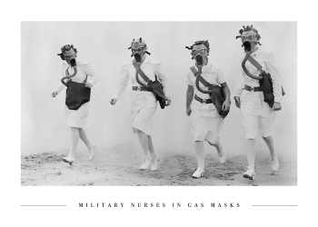 militær sygeplejelsker med gasmasker på plakat