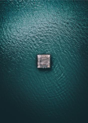 fotoplakat det blå hav med badebro
