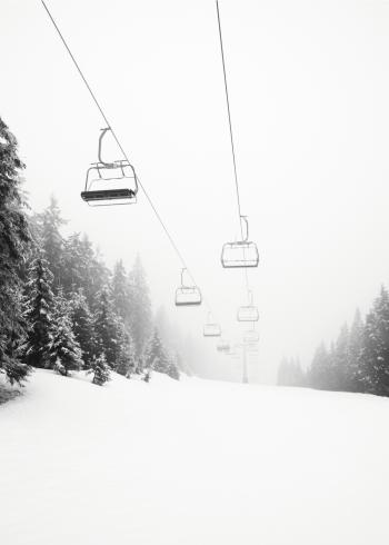 fotoplakat af pister på skiophold om vinteren