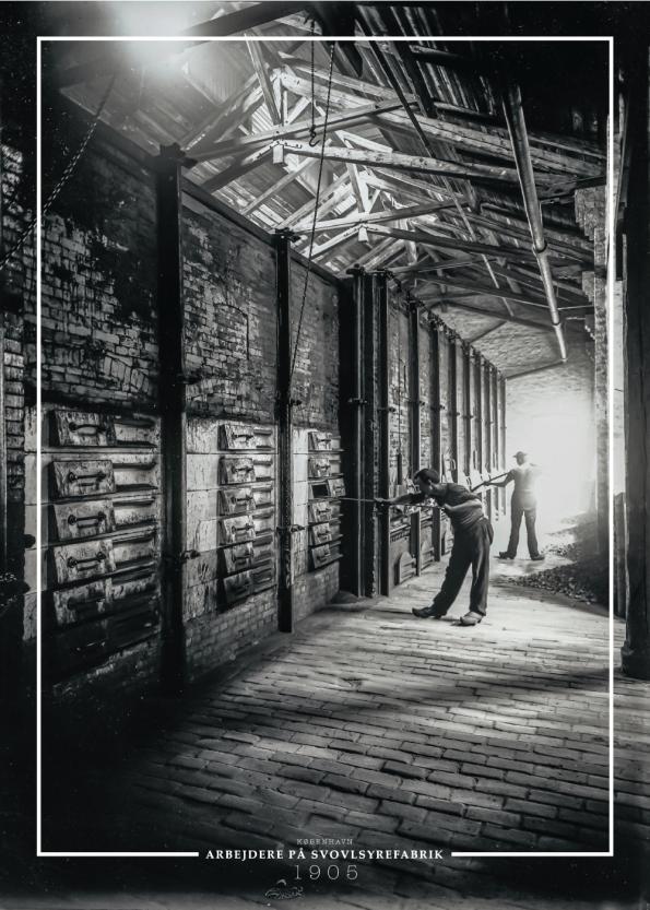 Plakat med gammelt billede af arbejdere på svovlsyrefabrik