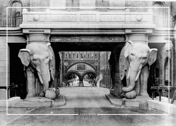 plakat med gammelt billede af Carlsberg elefanterne iKoebenhavn