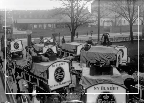 Plakat med gammelt billede af Carlsberg øl vogne