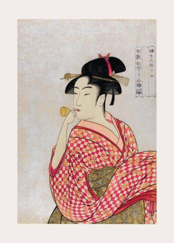japansk kvinde der puster i en pibe